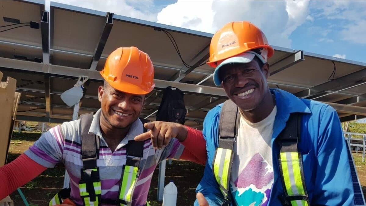Trabajadores Corn Island. Workers. Solartia